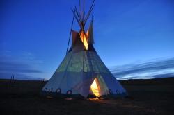 tipi-am-abend-tipi-camp-browning-montana-usa